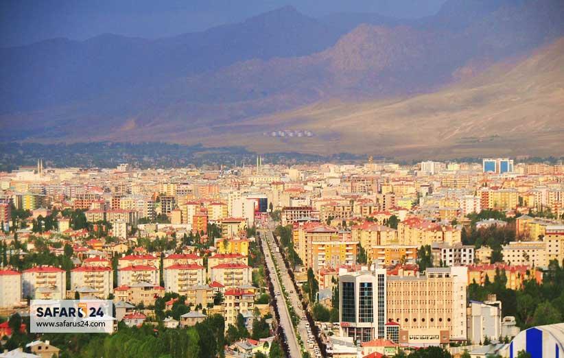 جمعیت در شهر وان ترکیه