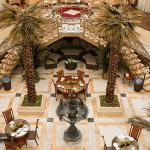 کافی شاپ هتل قصر طلایی مشهد