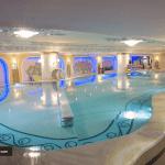 استخر هتل قصر طلایی مشهد